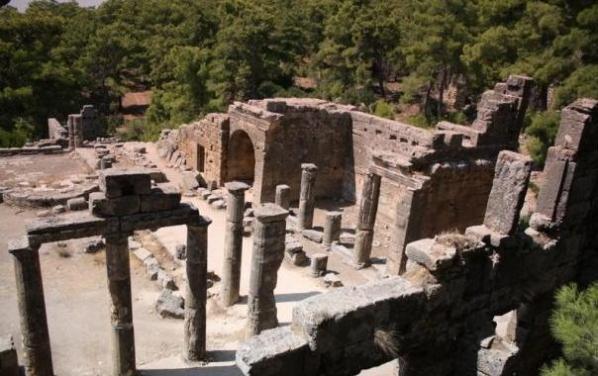Arkeolojiye Yönelik Tur Rehberliği İşi Yapmak