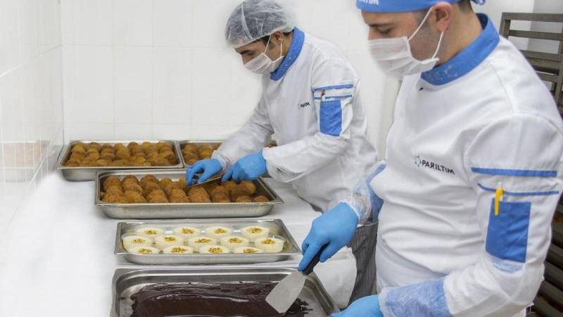 Romanya Bükreş'te yemek tesisi girişimi
